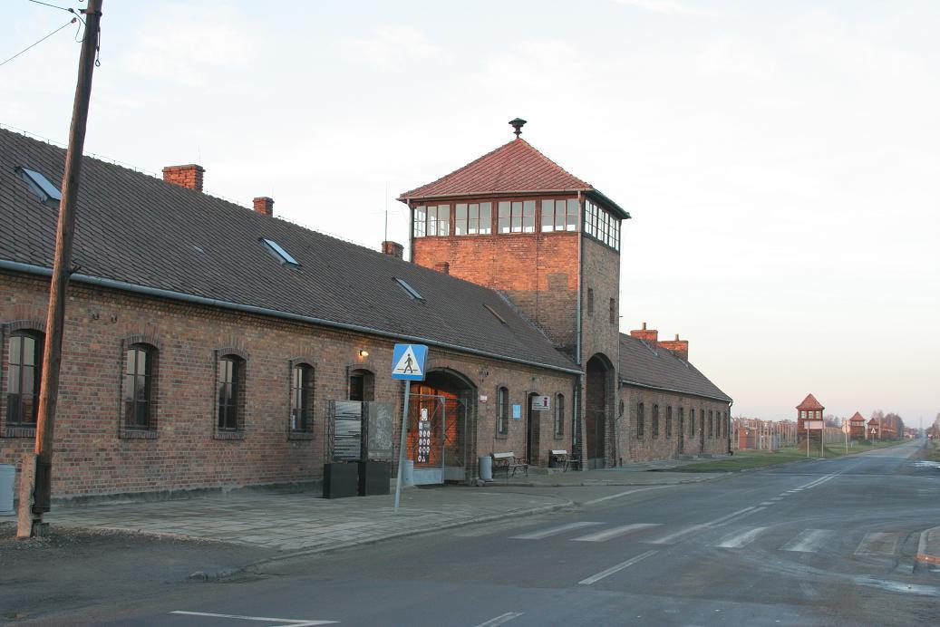 """""""Труд делает свободным"""". Освенцим :: Геокэшинг Виртуальный Человек"""