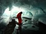 Внутри ледяных пещер